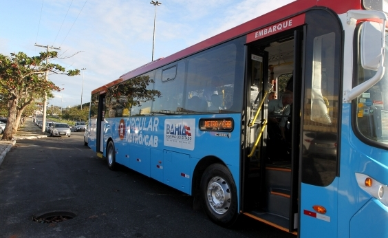 Ônibus com ar-condicionado e wi-fi começam a circular no CAB nesta terça