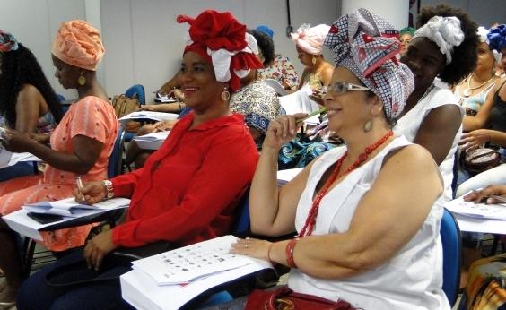 Curso de inglês é ofertadogratuitamente para baianas de acarajé