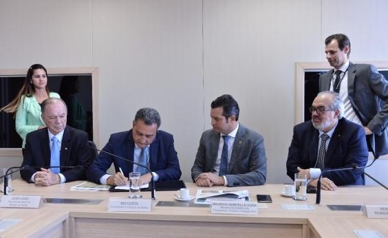 Ministro assina termo de delegação do aeroporto de Ilhéus para o Governo da Bahia