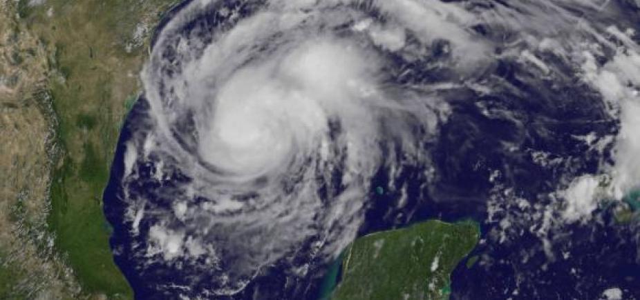 [Furacão Harvey com ventos de mais de 190 km/h vai em direção ao Texas]