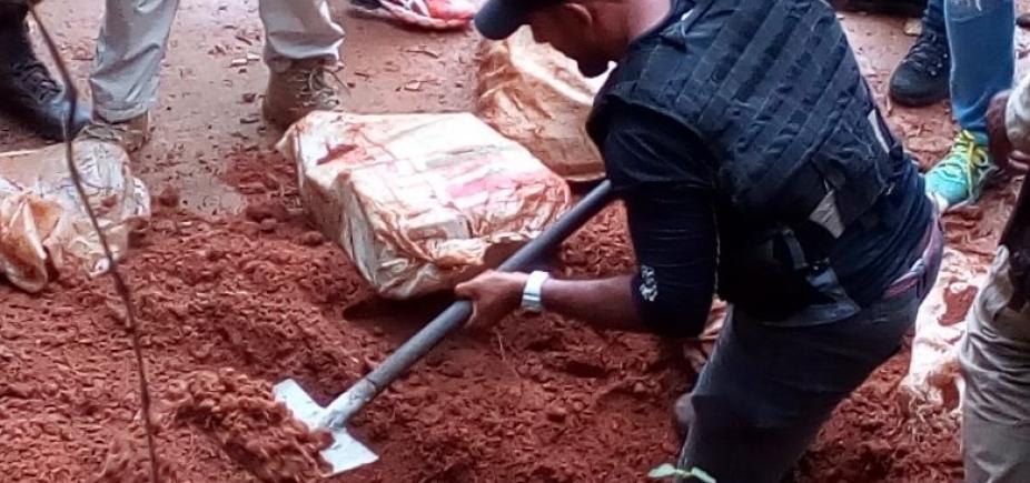 [Polícia encontra 100kg de maconha enterrados em Simões Filho; acusado de tráfico é preso]