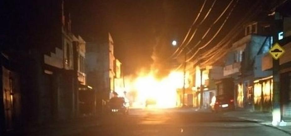 [Salvador tem dois ônibus queimados durante a madrugada de segunda-feira]