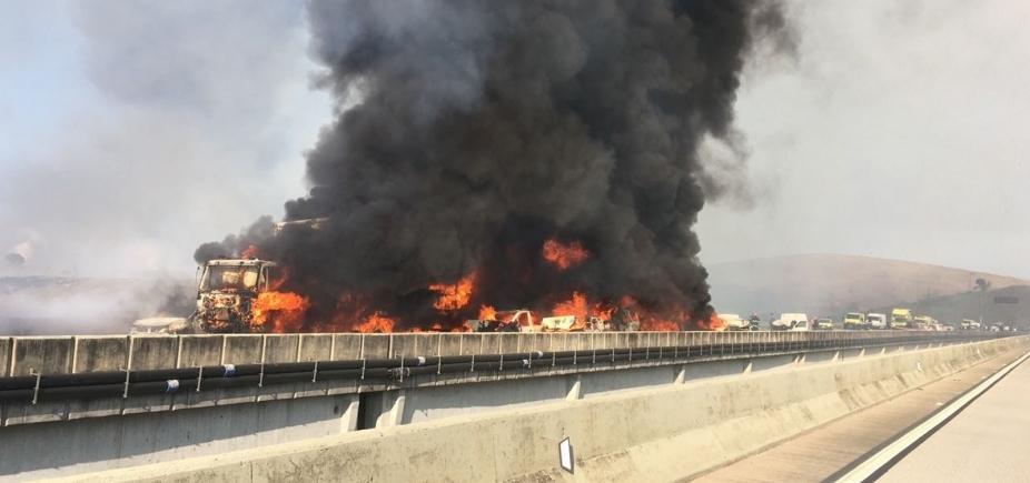 [Acidente envolvendo 36 veículos deixa dois mortos e vinte feridos em São Paulo]