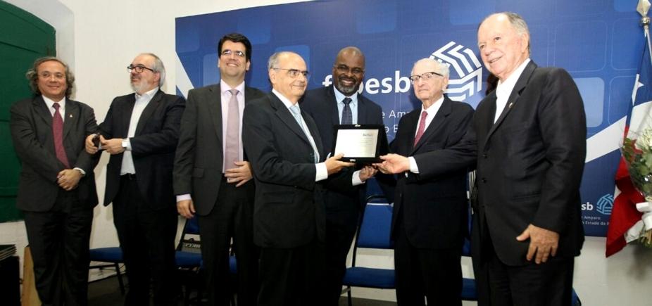 [Em comemoração aos 16 anos de fundação, Fapesb entrega Prêmio Roberto Santos de Mérito Científico ]