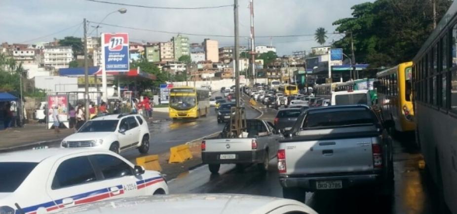 [Carreta quebrada causa congestionamento em São Caetano]