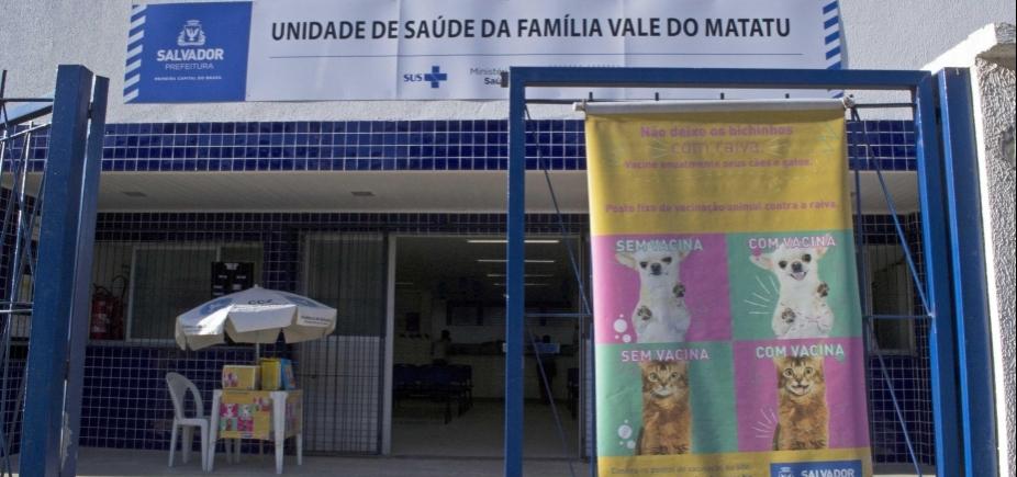 [Campanha do Centro de Zoonoses vacina gratuitamente cães e gatos de Salvador contra raiva ]