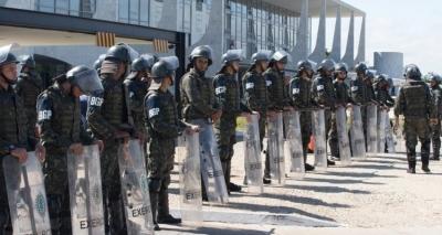 Planalto vai gastar R$ 143 mil com bastões para se defender de