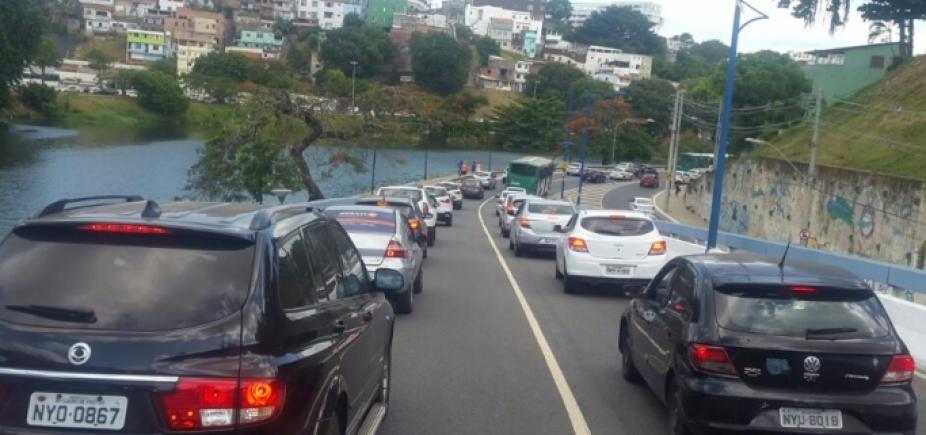 [Sem acidentes, trânsito continua lento em vários pontos da cidade]