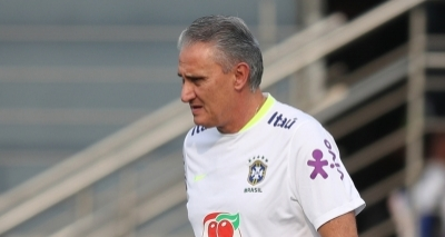 Tite anuncia a convocação de dois jogadores após corte de Miranda e Marcelo