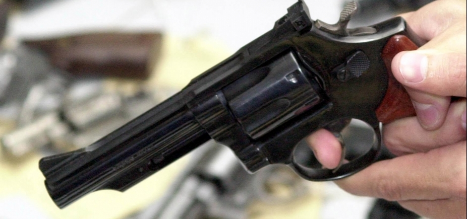 [Adolescente mata o pai para defender avó que estava sendo agredida]