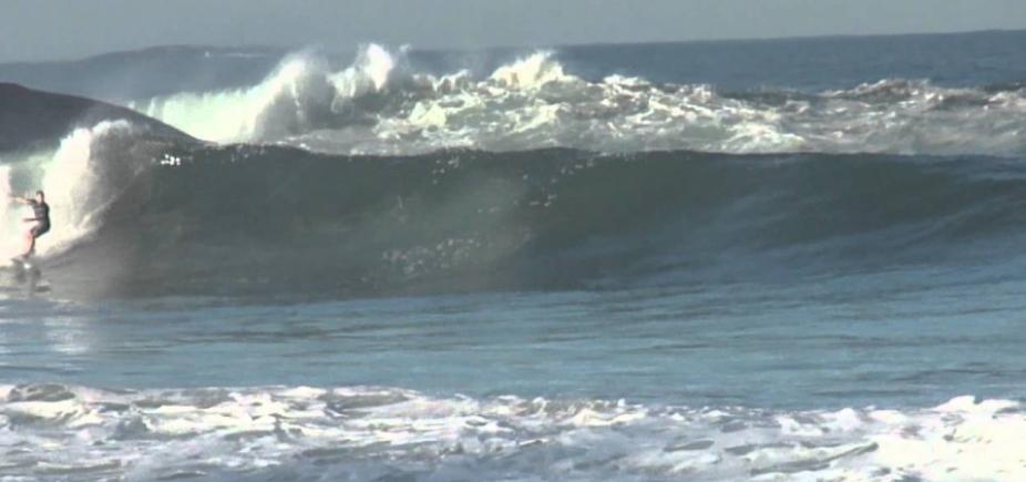 [Marinha mantém alerta de mar grosso para litoral baiano; ondas chegam até 4,5 m]