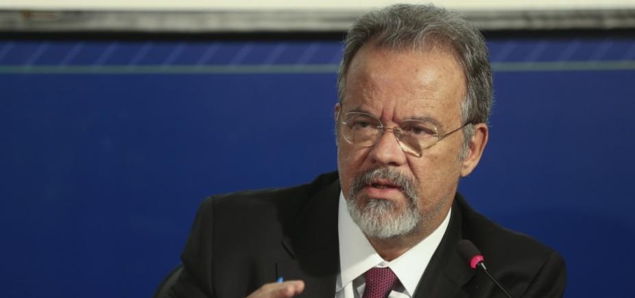 [Ministro da Defesa diz que pasta pode fazer mais cortes ainda neste mês]