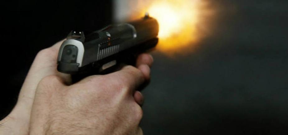 [Troca de tiros na Federação deixa pelo menos um segurança da Ufba ferido]