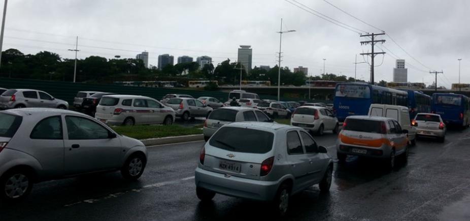 [Salvador tem trânsito lento nas principais vias nesta terça-feira; confira ]