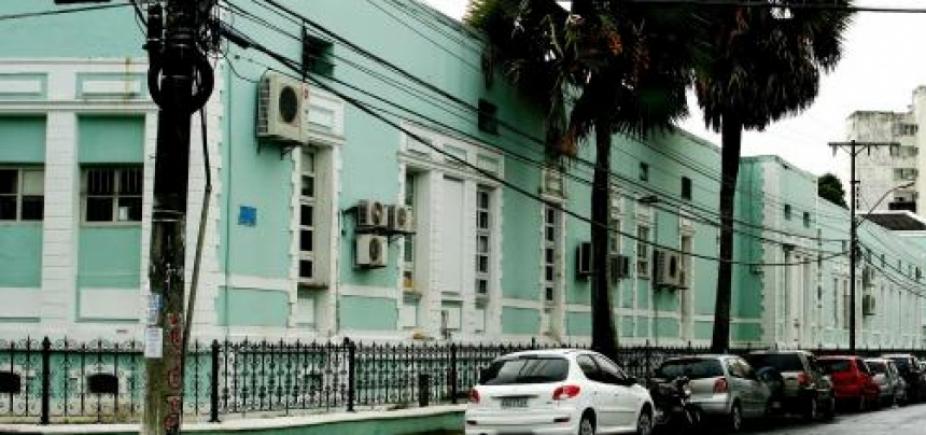 [Reforma faz maternidade Climério de Oliveira suspender atendimentos de emergência ]