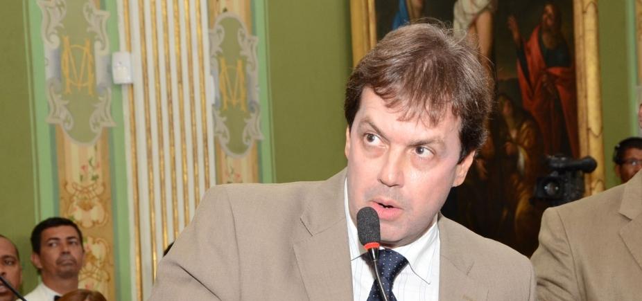 [Líder da oposição volta a criticar base do governo: