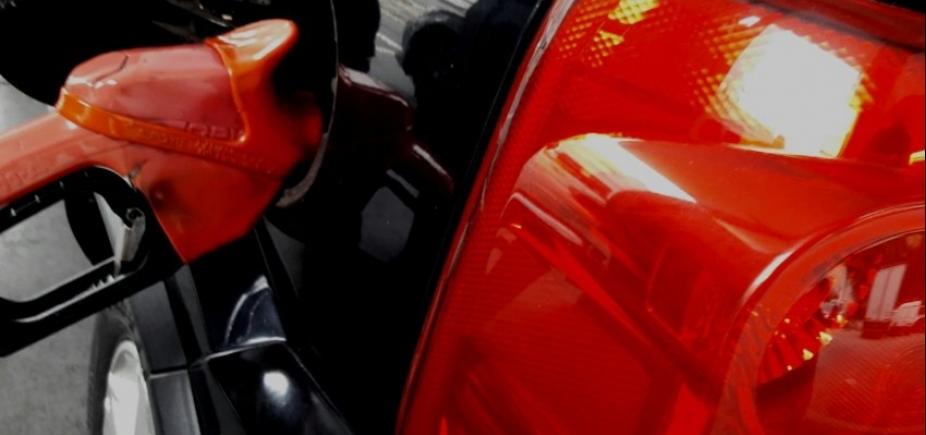 [Petrobras reduz preço da gasolina em 3,8% nas refinarias, mas alta ainda é de mais de 10%]