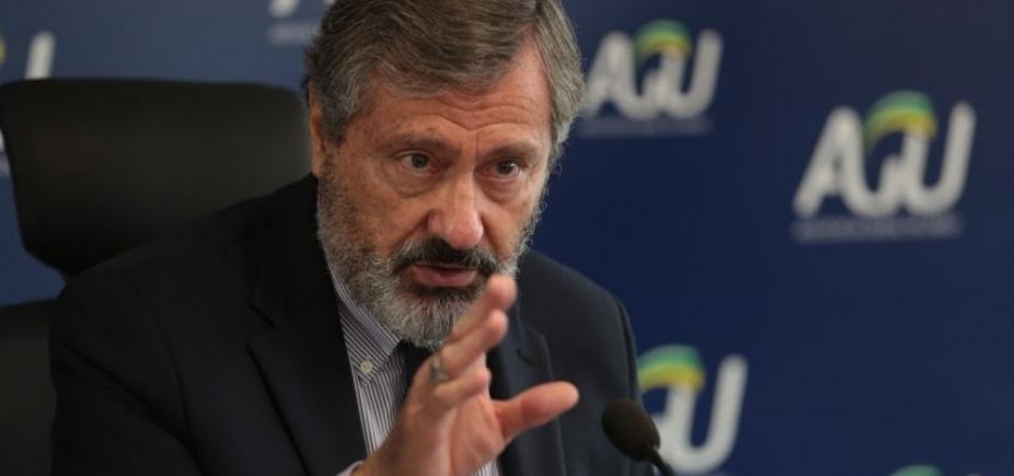 [Ministro da Justiça admite trocar comando da Polícia Federal]