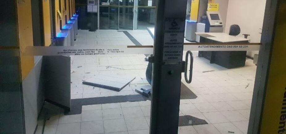 [Bandidos explodem caixa eletrônico do Banco do Brasil em Coité]