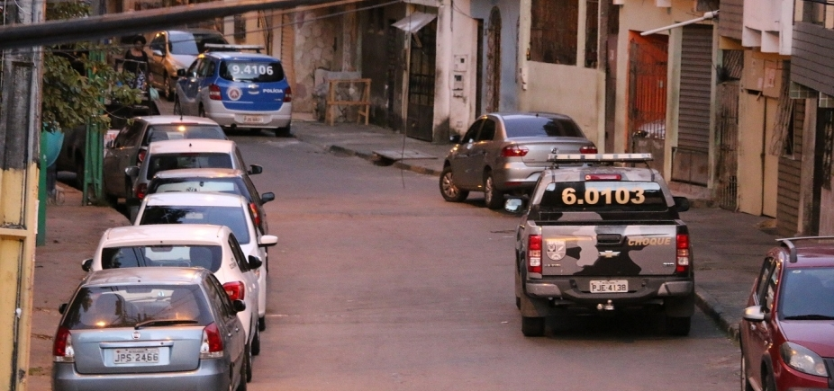 [Engenho Velho da Federação tem troca de tiros entre traficantes e policiais]
