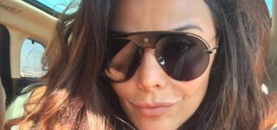[Solteira, Viviane Araújo exibe corpão e ganha elogio de fã: \