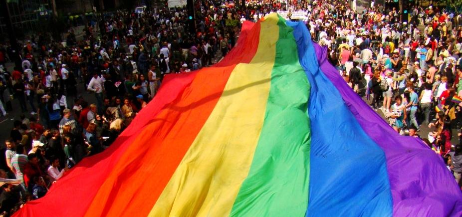 [16ª Parada Gay da Bahia lota ruas do Centro de Salvador]