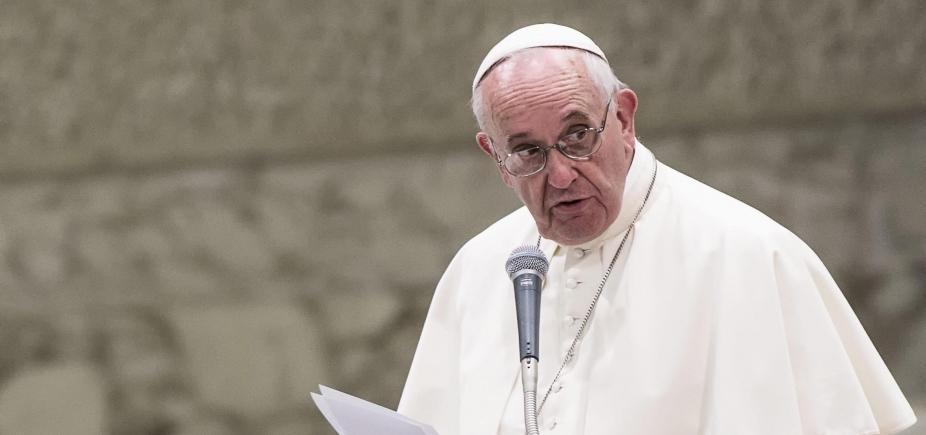 [Papa sofre pequeno acidente e se machuca na Colômbia neste domingo]