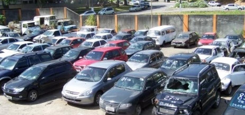 [Transalvador leiloa mais de 200 veículos apreendidos nesta segunda-feira]