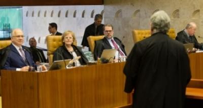 Supremo interrompe julgamento sobre suspensão de denúncia contra Temer