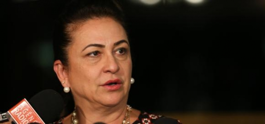[PMDB afasta senadora Kátia Abreu por 60 dias; decisão é lida no Senado ]