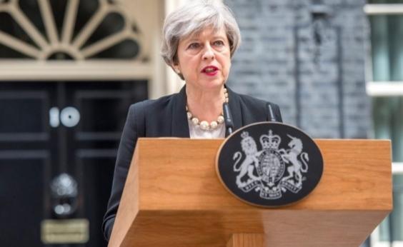 Theresa May mantém alerta terrorista em nível grave após atentado no metrô de Londres
