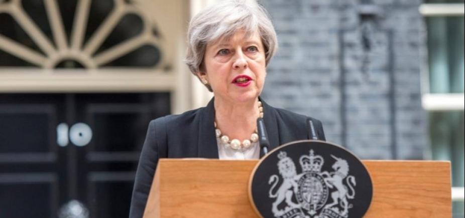[Theresa May mantém alerta terrorista em nível