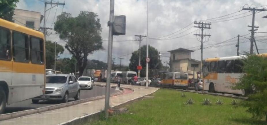 [Motoristas enfrentam congestionamento na Suburbana sentido Calçada ]