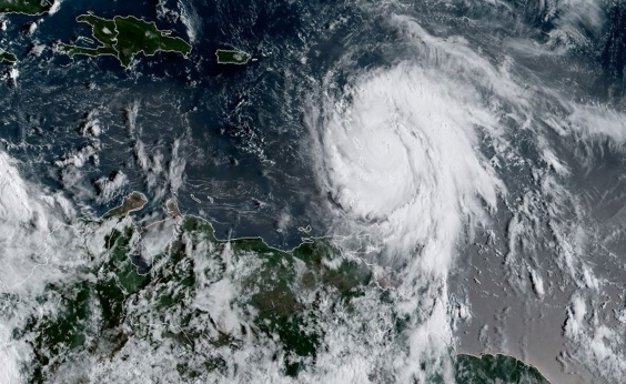 Furacão Maria atinge categoria 3 e segue em direção ao Caribe