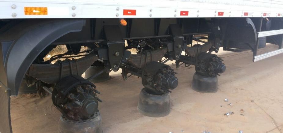 [Suspeitos amarram caminhoneiro e levam 23 pneus, incluíndo os do veículo]