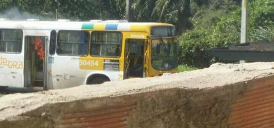 [Polícia prende três acusados de participação em queima de ônibus em Paripe]