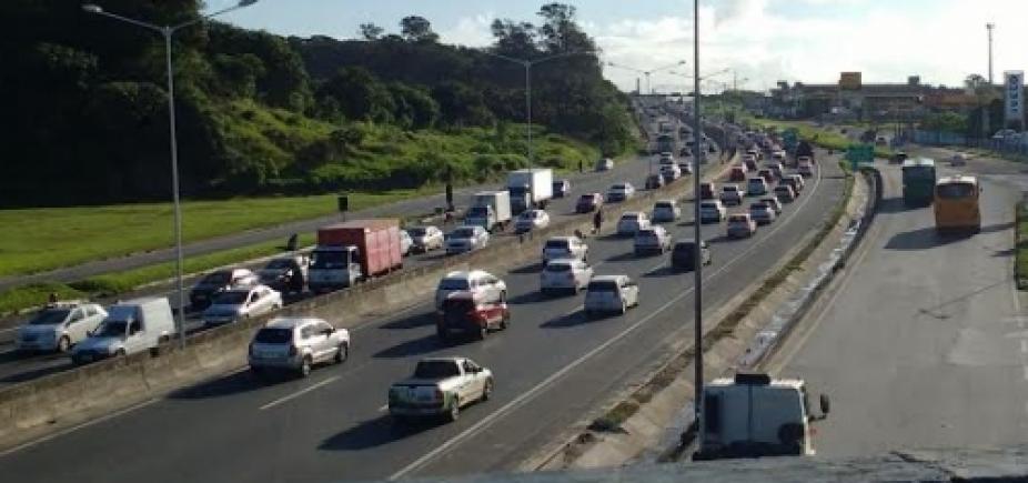 [Manhã de congestionamento nas vias de acesso a Avenida Luis Eduardo Magalhães]