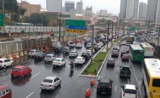 Motoristas do transporte complementar fazem protesto em direção ao Shopping da Bahia