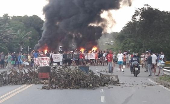 Após morte de líder comunitário, grupo queima pneus e bloqueia BA-524