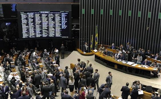 Câmara aprova cláusula de desempenho para 2018 e fim das coligações para 2020