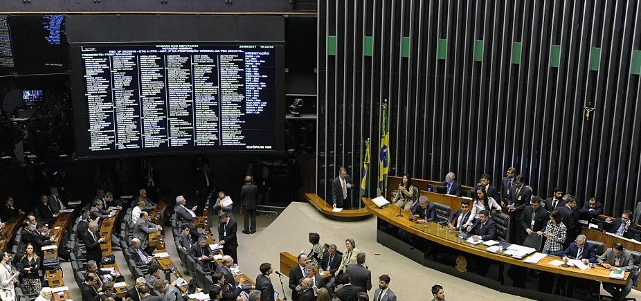 [Câmara aprova cláusula de desempenho para 2018 e fim das coligações para 2020]