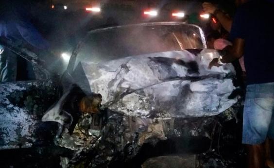Carros batem de frente e deixam dois mortos na BA-120, entre Coité e Retirolândia