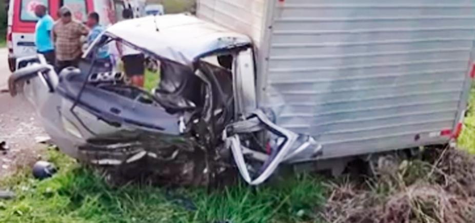 [Motorista de caminhão-baú morre em acidente com carro no sul da Bahia]