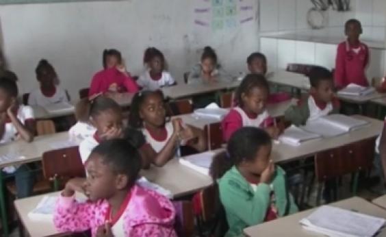 Estudantes têm aulas em sala usada por açougue na zona rural de Antônio Cardoso