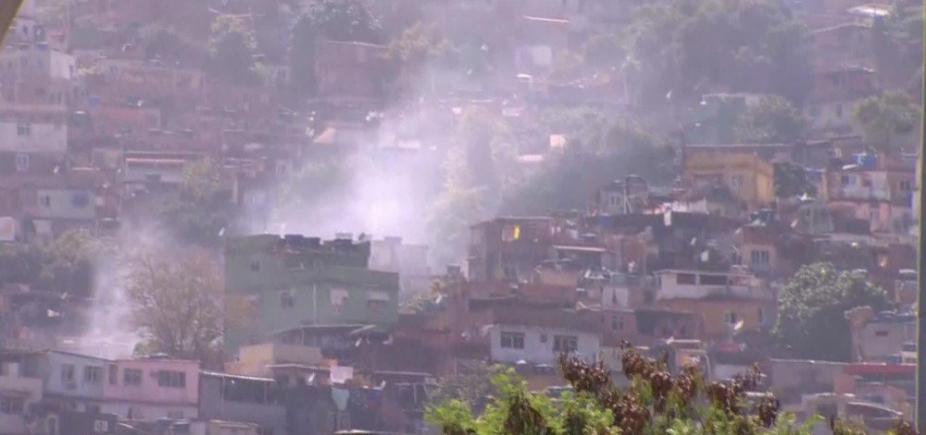 [Jovem é baleado dentro de escola durante tiroteio no Rio de Janeiro]