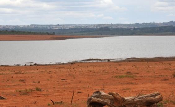 Devido à estiagem, 40 cidades baianas estão com racionamento de água