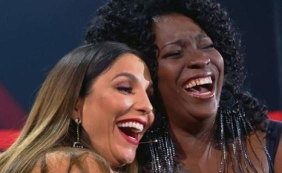 Ivete faz o público cair na risada ao reencontrar colega da adolescência no The Voice; vídeo