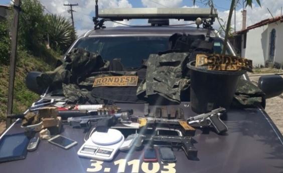 Flagrados com três submetralhadoras e drogas, quatro suspeitos são presos em Feira de Santana