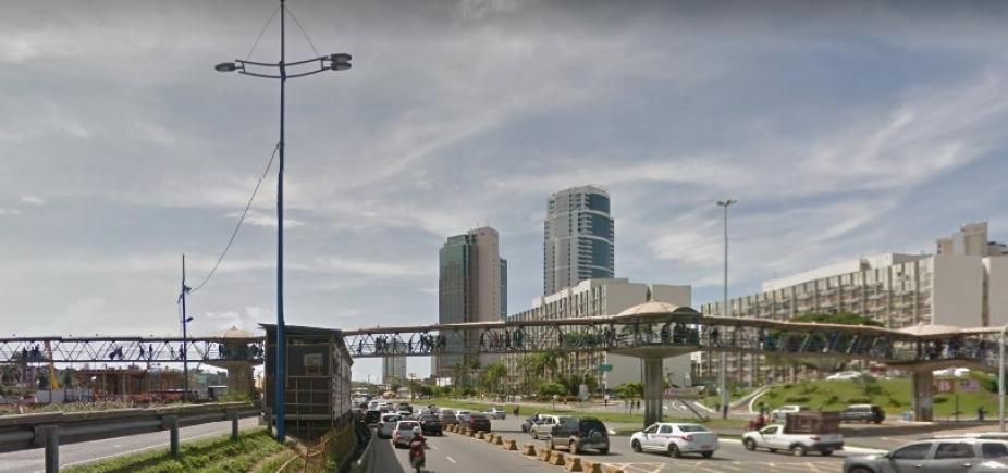[Por conta de implantação de passarela,tráfego sofre alterações naAv. Tancredo Neves na noite deste sábado]