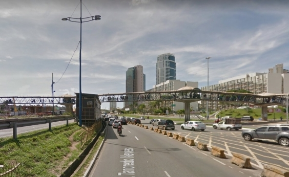 Por conta de implantação de passarela,tráfego sofre alterações naAv. Tancredo Neves na noite deste sábado